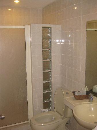 Pepperland Hotel: Bathroom is OK, though