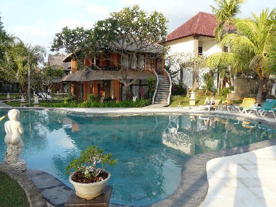 Puri Saron Hotel Baruna Beach Cottages Bali: Piscina niños