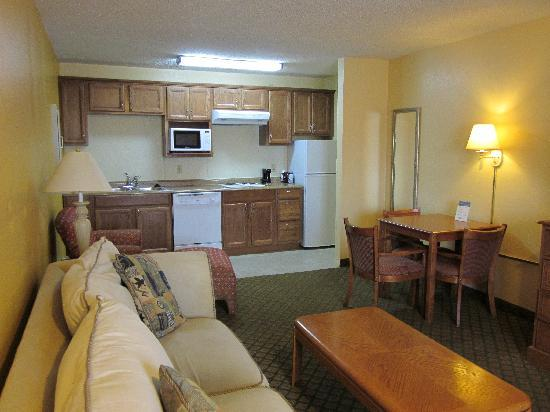Days Inn Boerne: Suites with Kitchenettes!