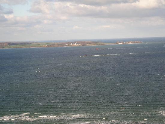 Kiel, Deutschland: Einlaufendes U-Boot (Bildmitte)