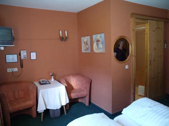 Hotel Edelweiss: En suite pod in corner