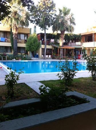 Artemis Yoruk Hotel : la piscina vista dalla camera