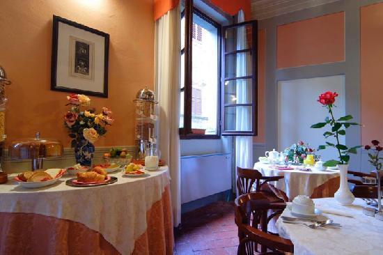 Hotel L'Antico Pozzo: breakfast room