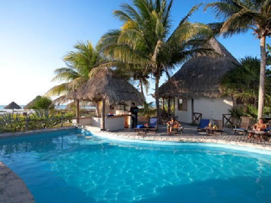 Xaloc Resort: alberca con servicio de bar