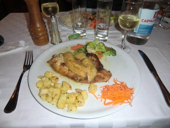 Fortaleza da Luz Restaurante: Fisch mit Banane überbacken