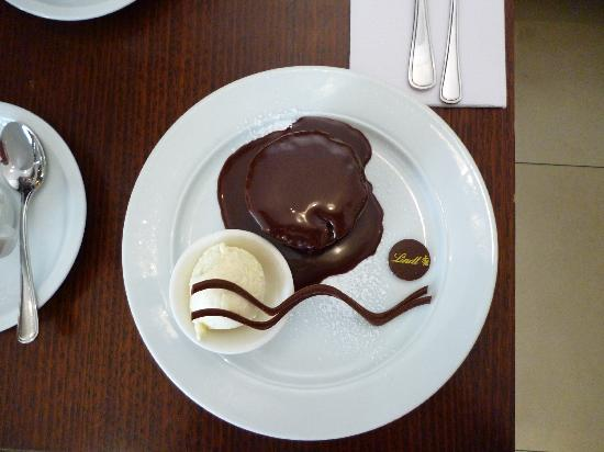 The Lindt Cafe: lava cake!!!