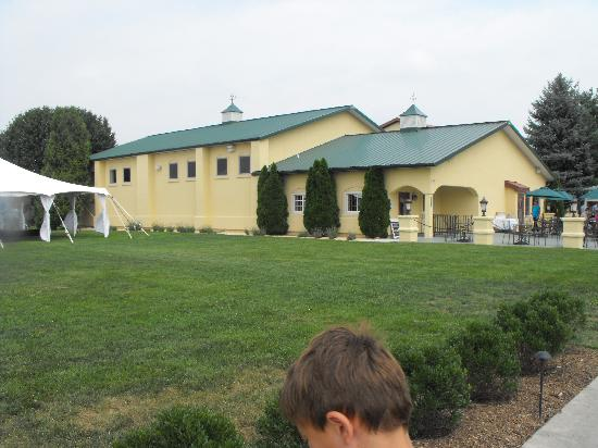 The main building picture of breaux vineyards purcellville