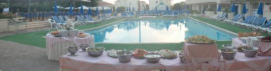 Kissos Hotel: Pool Barbeque