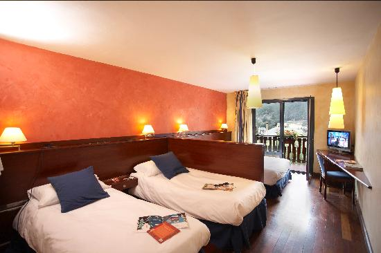 chambre familiale picture of hotel coma ordino. Black Bedroom Furniture Sets. Home Design Ideas
