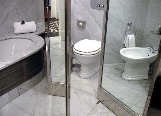 Vidago Palace Hotel: Badewanne-Bidet-WC