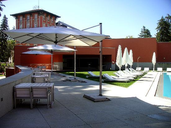 Vidago Palace Hotel: Poolbereich u. Hotel