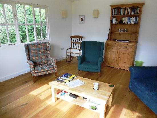 Yew Tree House Bed and Breakfast: Inside the summerhouse