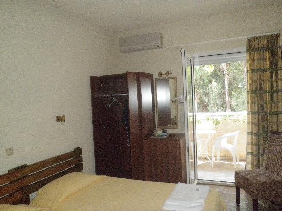 Panas Hotel: Zimmer