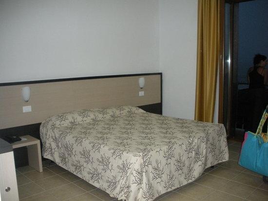 Hotel Rondine: stanza doppia con lettino apribile