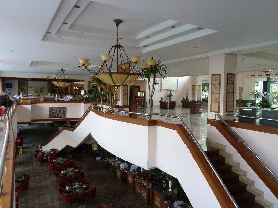 The Jayakarta Suites Bandung, Boutique Suites, Hotel & Spa: Lobbybereich mit Restaurant