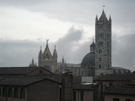 Albergo Duomo: Vista da janela da câmara 51