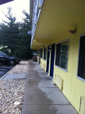 Motel 6 Philadelphia,PA-Brooklawn : furniture under heckler balcony