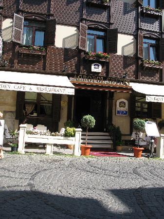 เบสท์เวสเทิร์นพรีเมียร์อะโครพอลสวีสแอ่นด์สปา: Front of hotel