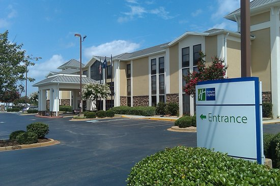 Holiday Inn Express Anderson: ENTRY TO HOLIDAY INN EXPRESS