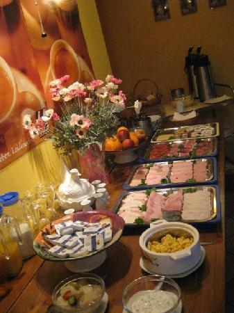 ApartHotel Landhaus Lichterfelde : Frühstücksbuffet von 8 bis 12 Uhr