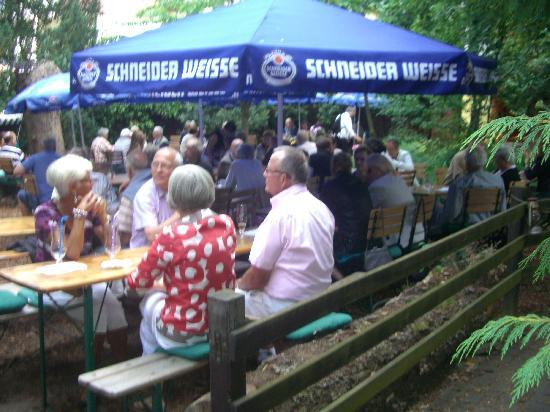 ApartHotel Landhaus Lichterfelde : Grillfeier im Hofgarten filouu