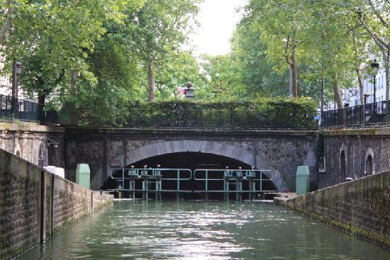 Canal Saint-Martin: About to enter a lock and the underground canal