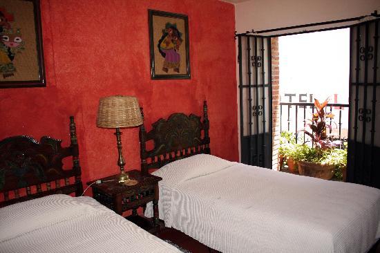 Hotel Emilia : La habitacion muestra