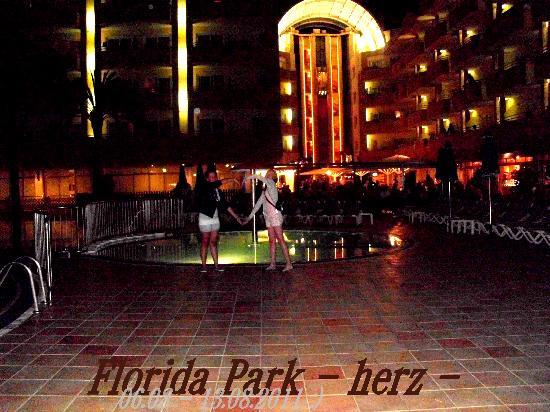 Hotel Florida Park: Abends (: einfach wunderschön, die Beleuchtungen!