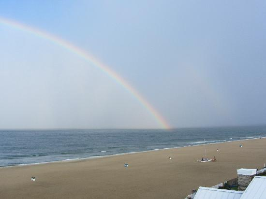 Wyndham Virginia Beach Oceanfront: View of the rainbow from our room
