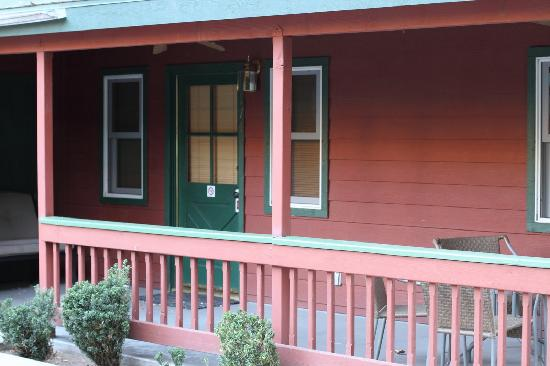 Kernville Inn: Rm 174 has a front patio with fans and seating