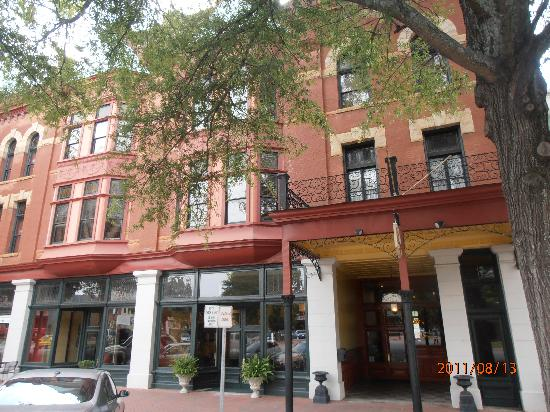 The Fitzpatrick Hotel: Located in the center of town, walk to shops and restaurants