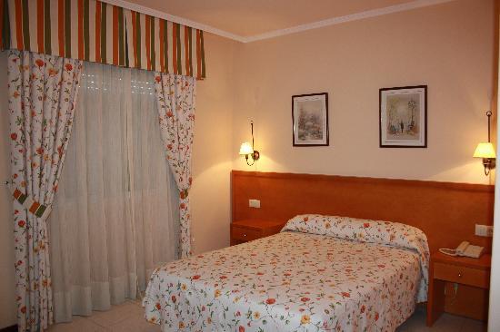 Hotel Combarro: Habitación