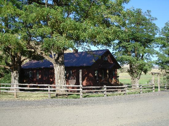 Wilson Ranches Retreat Bed & Breakfast: The outside