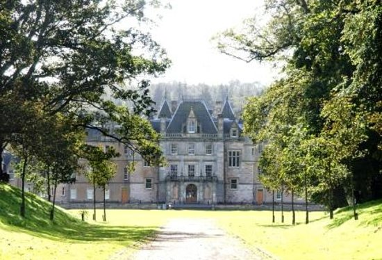 Falkirk, UK: Callendar Park and House in spring