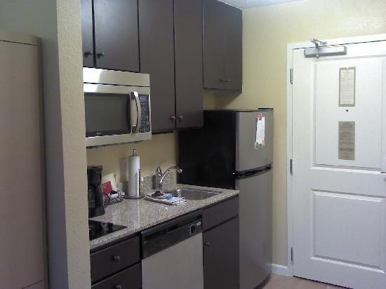 Towne Place Suites: kitchen