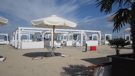 Schusters Strandbar : ... und am Tag
