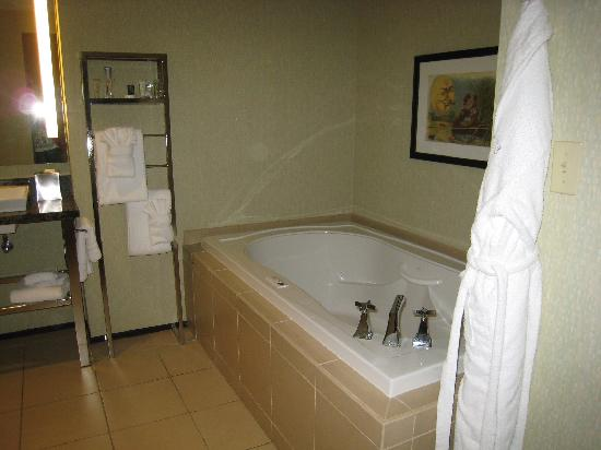 Moonrise Hotel: Jacuzzi Tub