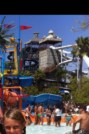‪Six Flags Hurricane Harbor‬
