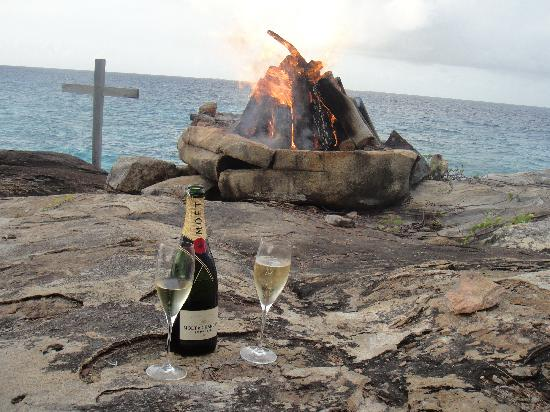 North Island Seychelles: Sundowner mit Privatfeuer