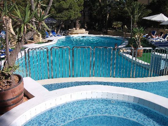 Cornucopia Hotel: The upper swimming Pool