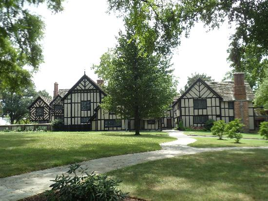 Agecroft Hall: From the front of the manor.