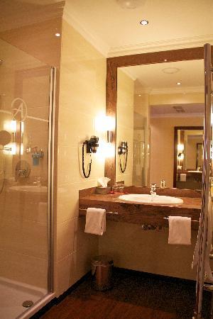 Amaris Hotel: Badezimmer DZ Superior