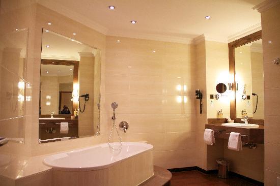 Amaris Hotel: Badezimmer Superior Suite