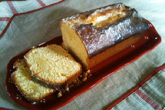 L'accroche Coeur - bed and breakfast: Lemon cake for breakfast and tea time