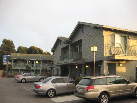 Morro Shores Inn & Suites: Parcheggio