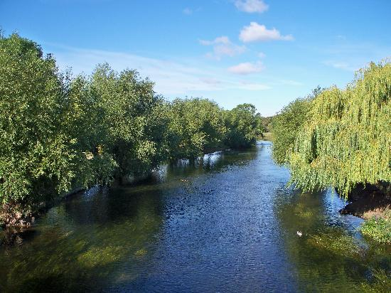 Riverside Caravan and Camping Park: River view from the bridge