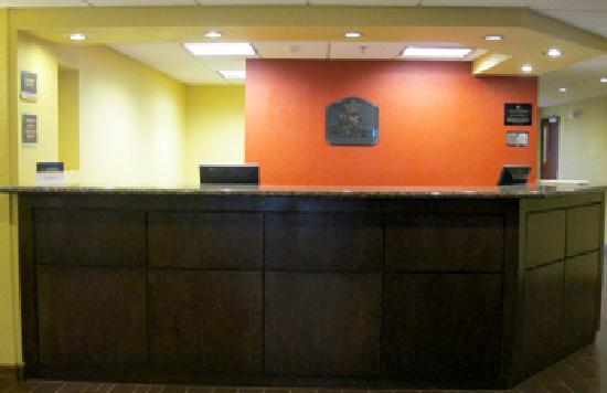 Best Western Plus Parkway Hotel: Front Desk