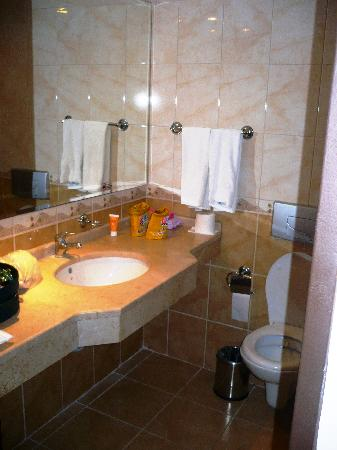 Luana Hotels Santa Maria: la salle de bains
