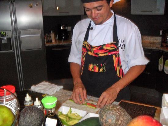 Villa Perezoso: Chef preparing a wonderful meal