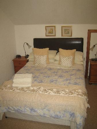 Hillview Guesthouse: Kingsize Bed